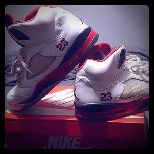 Basketball sneaker